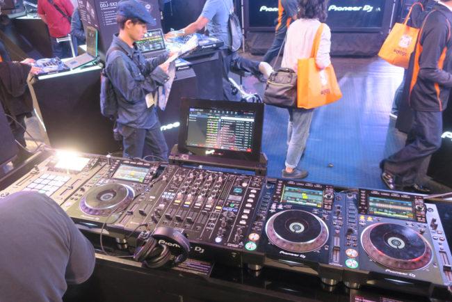 Pioneer DJM Tour 1 Mixer, Slide 1 DJS-1000 & CDJ-2000NXS2